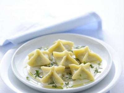 fagottini-di-pane-con-carciofi-alla-romana-fonduta-e-gamberi