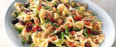 farfalle con pollo e fagioli in salsa piccante