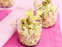 farfalline-al-pesto-di-sedano-con-scalogni-prosciutto-cotto-e-olive-verdi