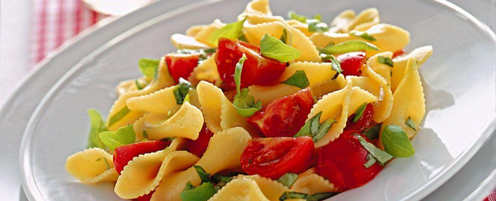 farfalline-pomodori-e-basilico ricetta