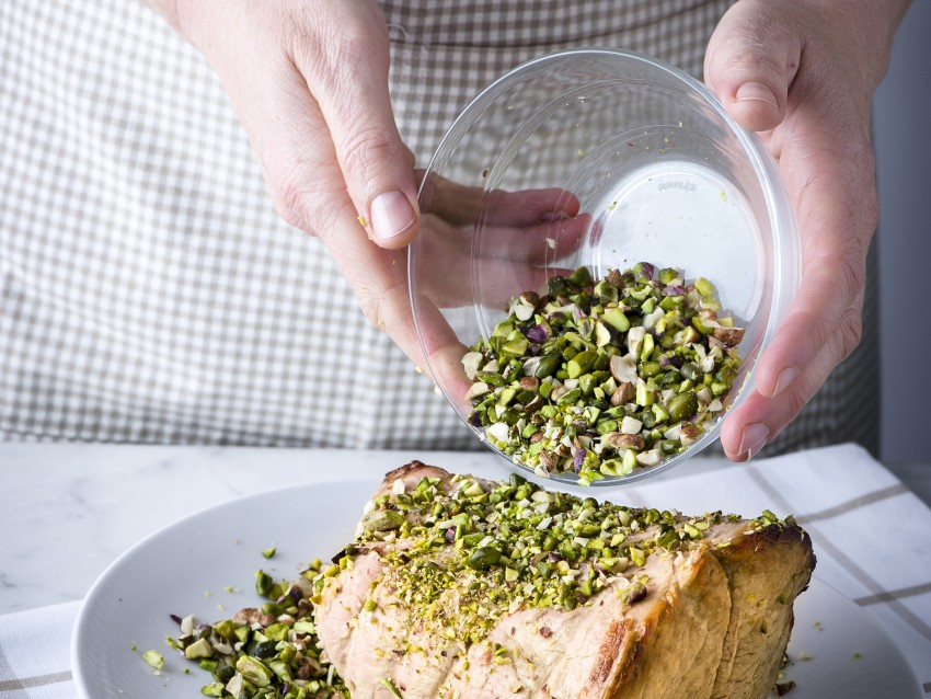 fesa arrosto con pistacchi e nocciole ricetta Sale&Pepe