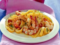 fettucce-aglio-olio-peperoncino-e-gamberi ricetta
