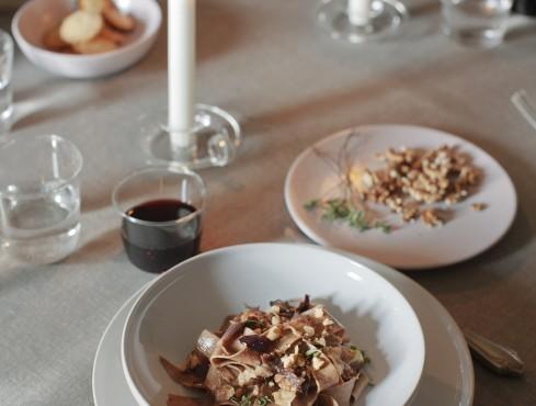 fettuccine-di-farina-di-castagne-con-sugo-di-cipolle ricetta