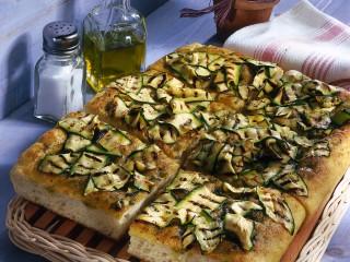 focaccia-al-pesto-con-zucchine-grigliate ricetta
