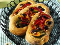 focaccia-alle-olive-con-peperoni-e-pinoli ricetta