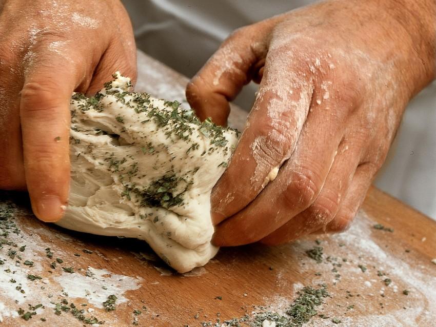 focaccia-aromatizzata-alla-salvia ricetta