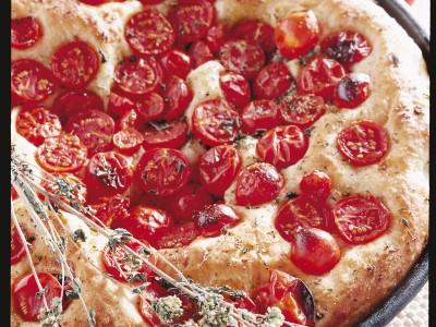 focaccia-pugliese-ai-pomodorini