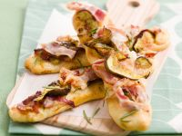 focaccine-ai-fichi-pancetta-e-rosmarino