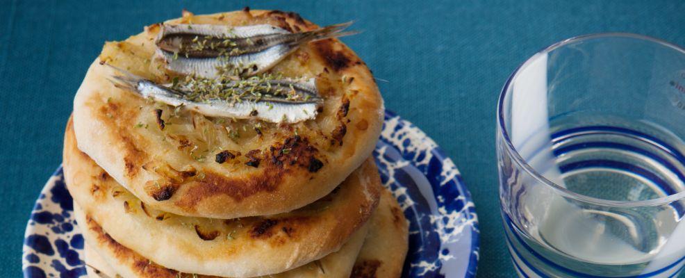 focaccine-allorigano-cipolle-e-alici-marinate