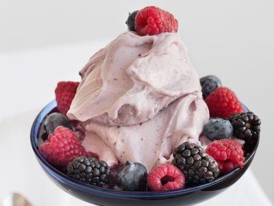 foto gelato-di-ricotta-ai-frutti-di-bosco