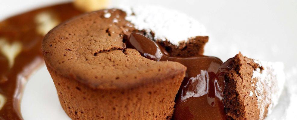 foto tortini-al-cioccolato-con-salsa-mou