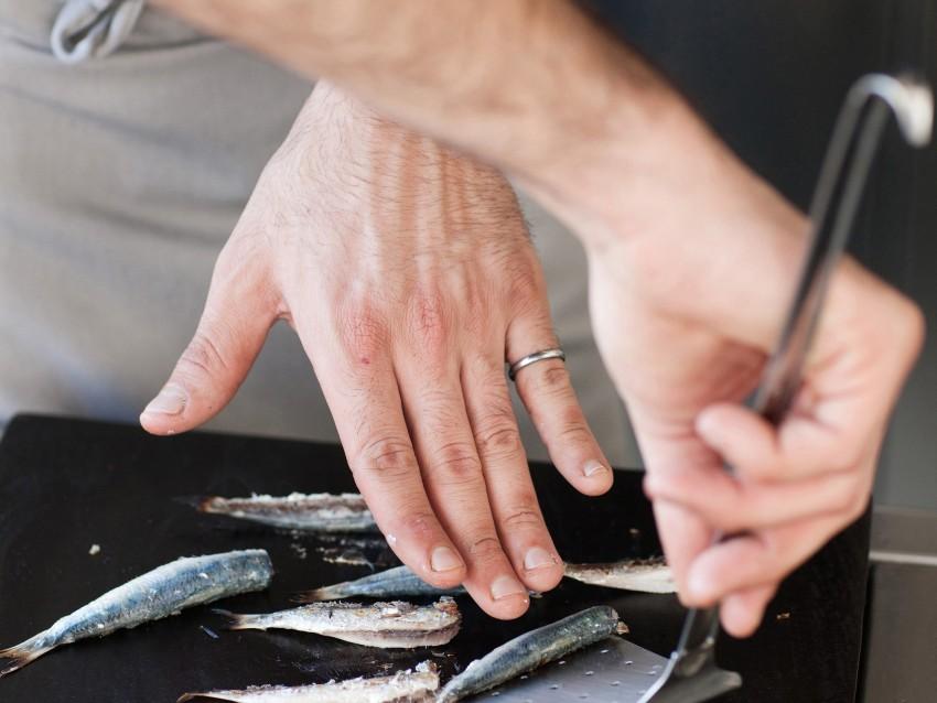foto trittico-di-pesci-azzurri-su-crema-di-fave