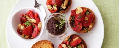 friselline-con-insalata-di-pomodori-e-tapenade