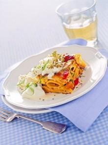 La frittata di pasta con verdure grigliate e burrata