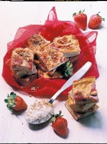 Frittata dolce con fragole e pistacchi