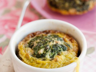 Frittatine con spinaci, uvetta e pinoli Sale&Pepe immagine