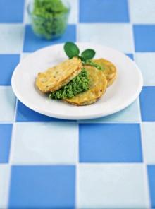 Le frittatine di bianchetti con marò alle fave