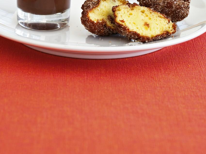 frittelle-di-frutta-con-zuppetta-di-cioccolato immagine