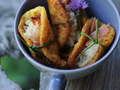 frittelle-di-patate-con-crauti-e-speck