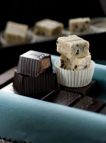 Fudge al cioccolato bianco e fave di cacao