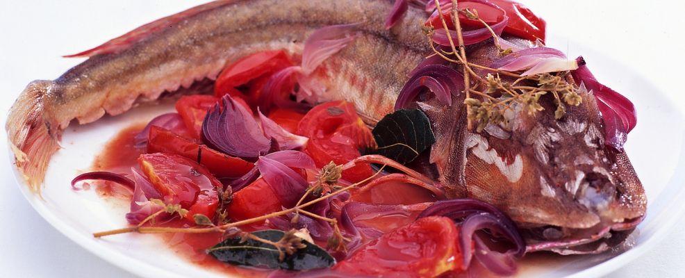 gallinella-allacqua-pazza-con-cipolle-rosse