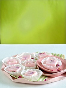 Le gelatine di latte alla rosa