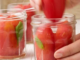 i-pomodori-pelati foto