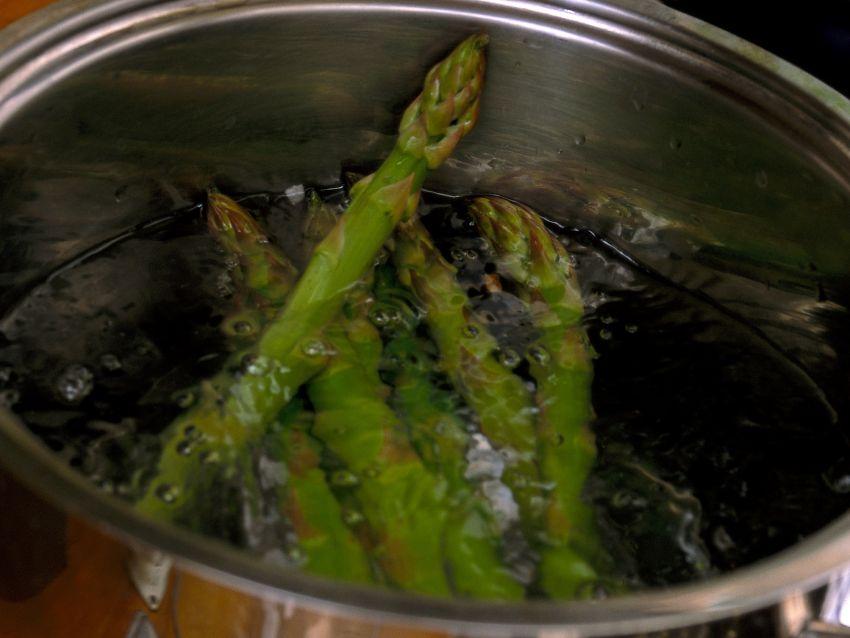 il-contorno-di-fave-e-asparagi-in-padella ricetta