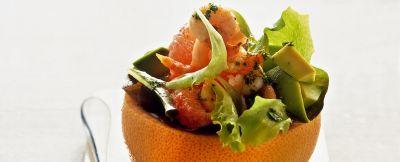 insalata con avocado e gamberetti nel pompelmo ricetta