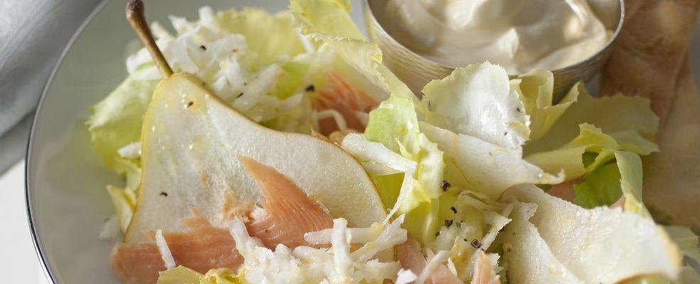 insalata-con-trota-salmonata-affumicata-e-pere