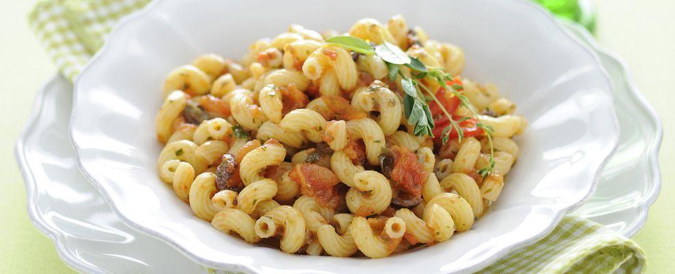 insalata-di-cellentani-con-capperi-acciughe-e-olive