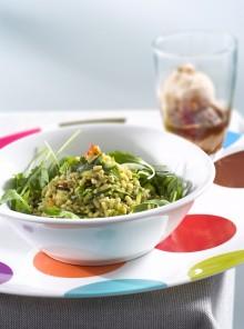 L'insalata di grano, zucchine e pinoli