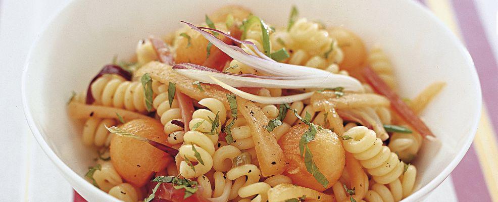 insalata-di-pasta-con-cipollotti-e-speck