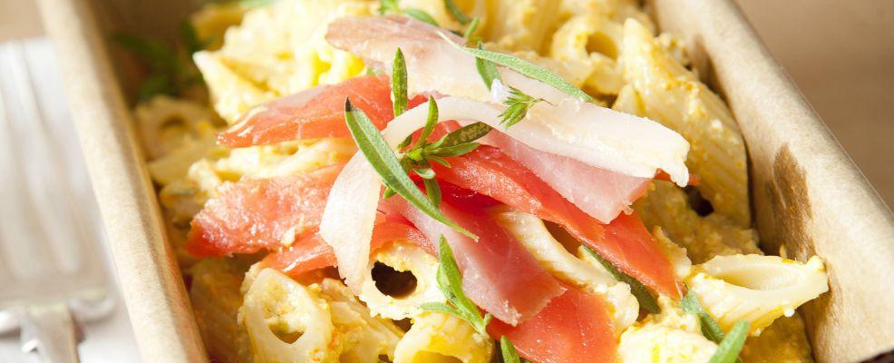 insalata-di-pennette-con-pesto-di-fiori-di-zucca ricetta