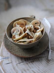 Insalata di sedano rapa, champignon e grana con dressing allo yogurt