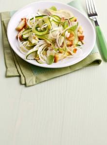 Insalata di zucchine crude e cipollotti