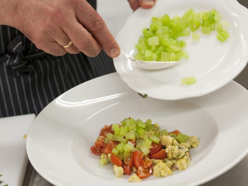 insalata-tiepida-di-canederli-allo-speck foto