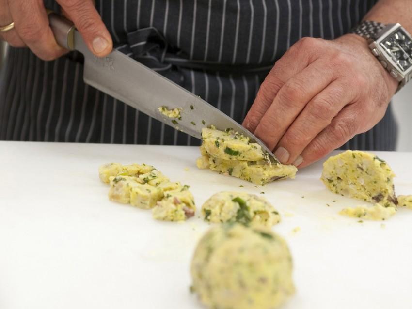insalata-tiepida-di-canederli-allo-speck ricetta