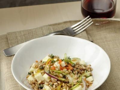 insalata tiepida di farro con pecorino e verdure ricetta