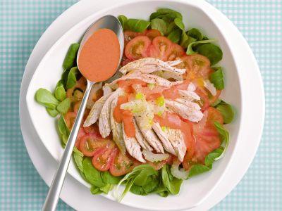 insalata verde e rossa con salsa al peperone ricetta