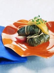 Gli involtini di lattuga con ripieno di cuscus agli aromi