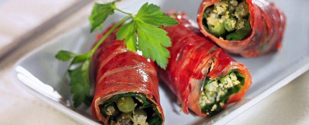involtini-di-prosciutto-tiepidi-con-fagiolini-e-bietole ricetta
