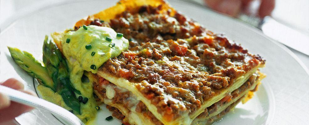 lasagne-al-ragu-bianco-con-crema-di-asparagi foto