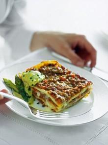 Le lasagne al ragù bianco con crema di asparagi