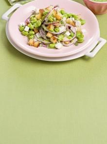Macedonia di fave con cipolla e quartirolo