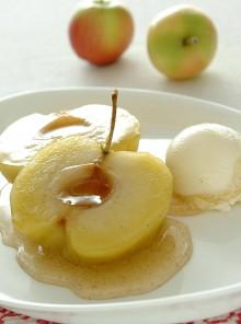 Le mele sciroppate con gelato
