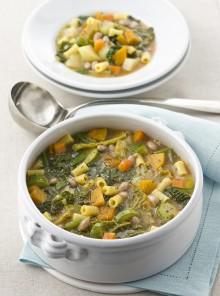 Il minestrone con verdure, fagioli e ditalini