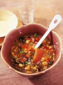 Il minestrone ricco di verdure e fagioli