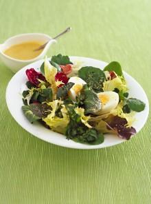 Insalata di primavera con uova sode
