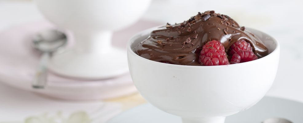 mousse-di-tofu-e-cioccolato-con-lamponi